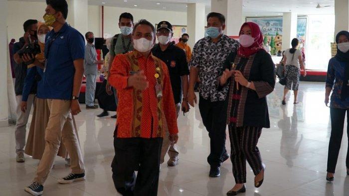 Tampil Beda Saat Vaksinasi Covid-19, Wakil Wali Kota Kendari Siska Karina Pakai Baju Tenun Mekongga