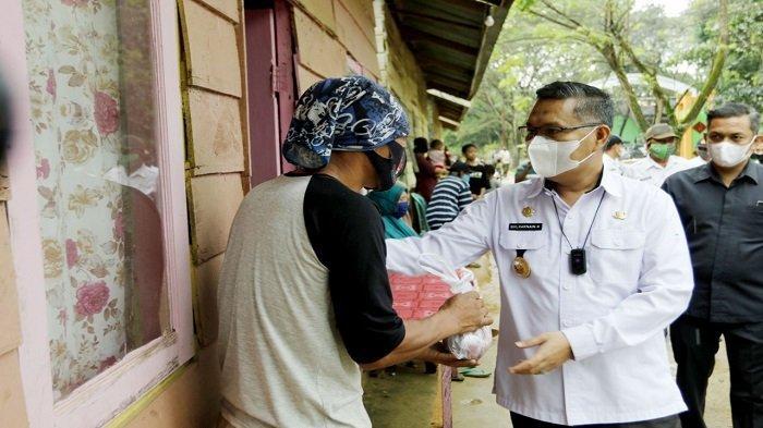 Wali Kota Kendari Kurban 3 Ekor Sapi Untuk Petugas Kebersihan di Tempat Pembuangan Akhir Puuwatu