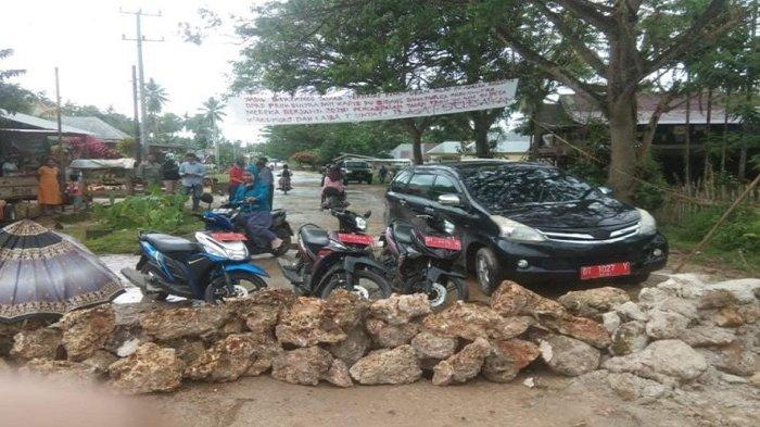 Aksi Blokade Jalan di Muna Berlanjut, Warga Sita 1 Mobil dan 4 Motor Dinas Pemerintah Kabupaten