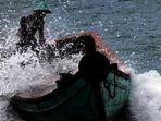 2932021-ilustrasi-kecelakaan-hantaman-gelombang-laut.jpg