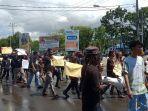 aksi-demonstrasi-mahasiswa-papua-di-kendari.jpg