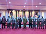 foto-bersama-gubernur-sulawesi-tenggara-sultra-ali-mazi-wakil-menteri-atrbpr-surya-tjandra.jpg