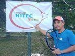 founder-tenis-camp-hitec-habibi-saat-ditemui-di-lapangan-tenis-btn-perdos-uho.jpg