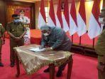 gubernur-sultra-tandatangani-dokumen-rpjmd-sultra.jpg