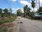 jalan-rusak-di-desa-wakumoro-kecamatan-parigi-kabupaten-muna-sulawesi-tenggara.jpg