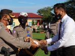 kapolres-konawe-akbp-wasis-santoso-memberikan-penghargaan-kepada-20-personel-polres-konawe.jpg