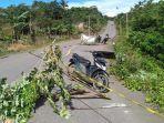 kondisi-jalan-yang-nyaris-ambruk-di-desa-mondoe-kecamatan-palangga-selatan-kabupaten-konawe-selatan.jpg