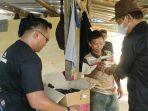 masyarakat-kota-kendari-menerima-kopi-gratis-dari-komunitas-penikmat-kopi-sulawesi-tenggara.jpg