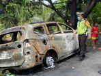 mobil-yang-ditumpangi-athira-farina-terbakar.jpg