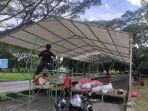 panitia-memasang-tenda-di-halaman-kantor-gubernur-sulawesi-tenggara-sultra.jpg