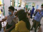 pelajar-smp-negeri-1-kendari-provinsi-sulawesi-tenggara-sultra-mulai-jalani-vaksinasi-covid-19.jpg