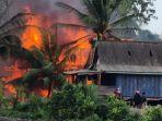 pembakaran-empat-rumah-warga-di-kabupaten-konawe-sultra.jpg