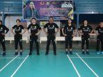 potret-kelima-atlet-cabor-bulu-tangkis-dan-pelatih-saat-berada-di-gor-indojaya-kendari.jpg