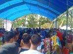 ratusan-masyarakat-antre-vaksinasi-massal-di-kabupaten-konawe-jelang-hut-ke-76-ri.jpg