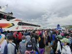 ratusan-penumpang-padati-pelabuhan-nusantara-kendari.jpg