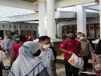 sebanyak-8967-kepala-keluarga-terdampak-ppkm-mikro-di-kabupaten-wakatobi-menerima-bantuan-beras.jpg
