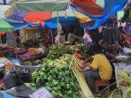 sejumlah-jualan-di-pasar-anduonohu-kendari-sehari-jelang-idul-adha-2021.jpg