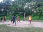 sejumlah-mahasiswa-melakukan-lomba-bola-voli-di-lapangan-sepak-bola-kendari-permai-kota-kendari.jpg