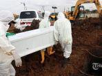 suasana-pemakaman-khusus-jenazah-covid-19.jpg