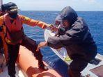 tim-sar-wakatobi-menyelamatkan-tiga-nelayan.jpg