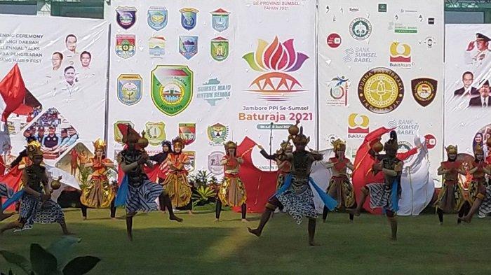 68 Pasukan Pengibar Bendera Menari Kolosal di Stadion Kemiling Baturaja OKU