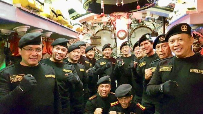 Dr Agung Firman Sampurna Wong Palembang Terima Penghargaan Brevet Hiu Kencana dari TNI AL