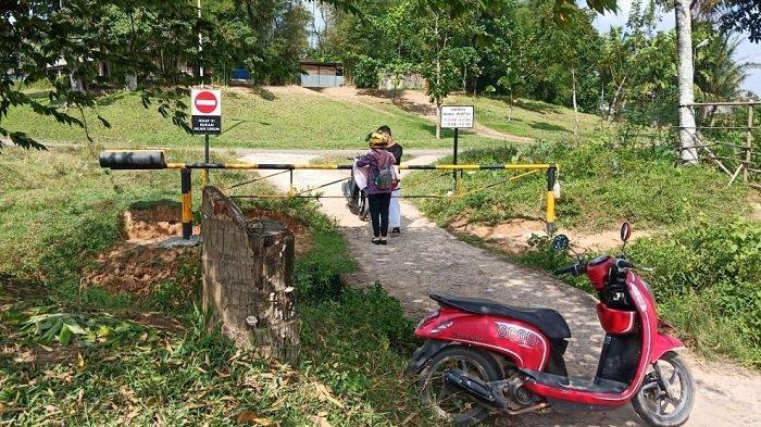 Portal Jalan Komperta Pendopo PALI Dikeluhkan Warga Kelurahan Talang Ubi Utara