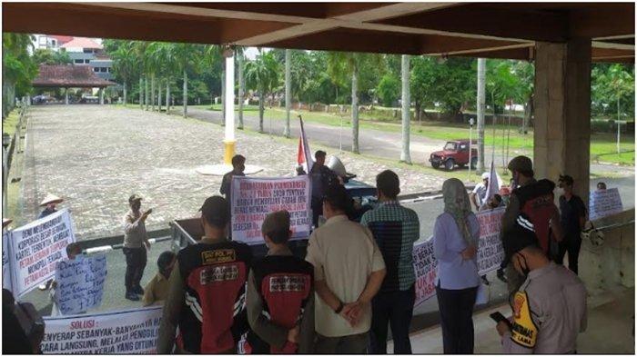 Kecewa Sikap Bulog, Massa Demo Datangi DPRD Sumsel Tuntut Hal Ini