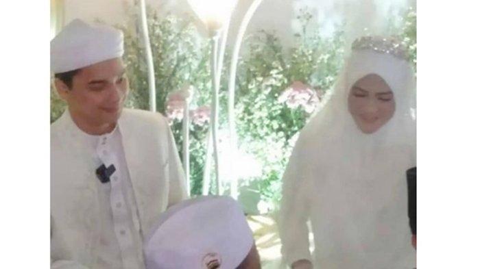 Alvin Faiz resmi nikahi Henny Rahman