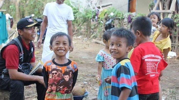 Sedih, Anak Pengungsi Lombok Menangis Karena Pedagang Es Krim, Ini Pesannya