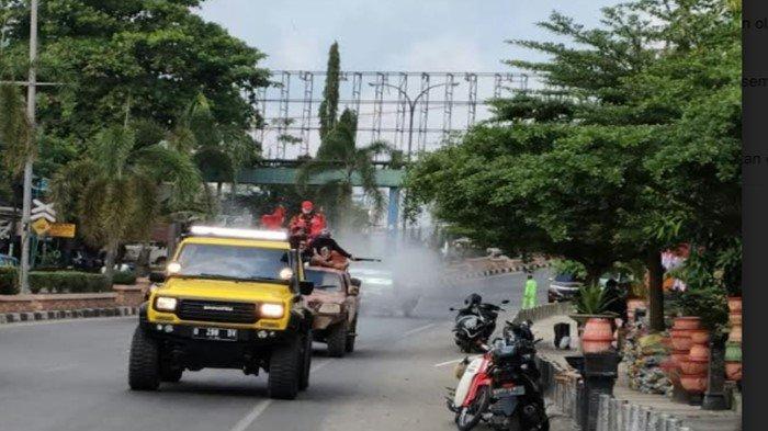 KOTI Pemuda Pancasila Prabumulih Semprot Disinfektan Seluruh Jalan, Prihatin Covid dan Zona Merah