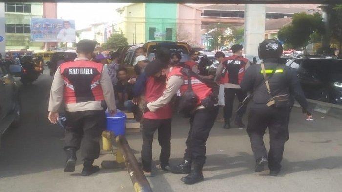Puluhan Diduga Preman dan Parkir Liar di Pasar 16 Ilir Palembang Dirazia