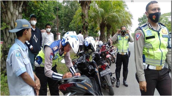 Reaksi Pelajar Terjaring Patroli Satlantas Polres Banyuasin, 'Sudah Terbiasa Pak, tak Pakai Helm'