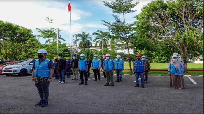 PLN Melaksanakan Apel Siaga Idul Fitri 1442 H pastikan sistem kelistrikan personel peralatan semua siap.