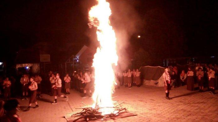 Kwaran Kemuning Laksanakan Kemah dan Penyalaan Api Unggun
