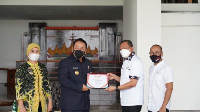 Apresiasi Dukung Program Pertashop, Pertamina Berikan Penghargaan Kepada Gubernur Lampung