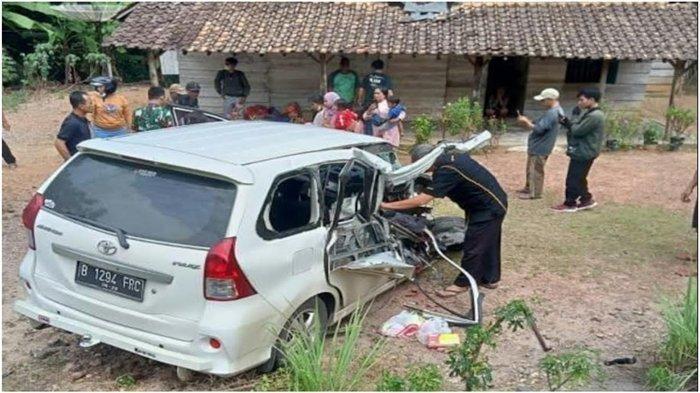 Kecelakaan di Perbatasan Martapura Way Kanan, Avanza Putih Ringsek, Bodi Depan Hancur