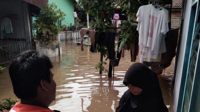 Kota Palembang di Kepung Banjir, Relawan Rumah Zakat Salurkan Super Qurban dan 300 Nasi Bungkus