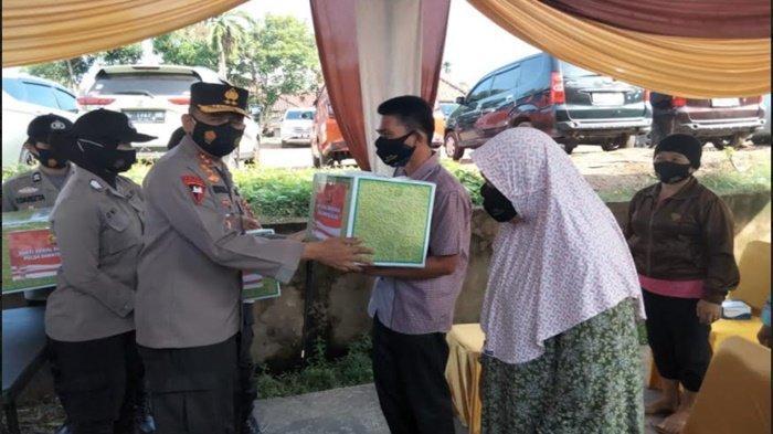 Kapolda Sumsel Laksanakan Bansos dan Bakkes di Kelurahan Sei Lais Kecamatan Kalidoni Palembang