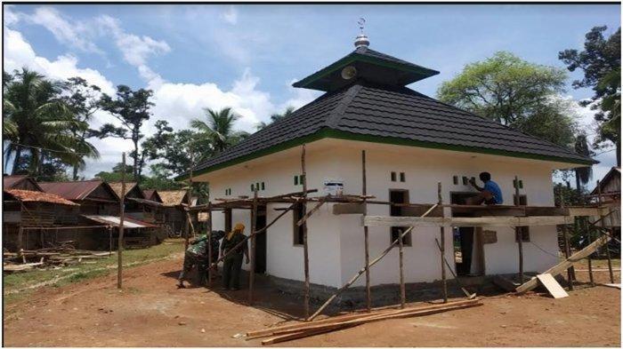 BANTUAN PTBA - Bangunan surau atau musala Talang Abik di Desa Tanjung Agung, Kecamatan Tanjung Agung, Kabupaten Muara Enim setelah diperbaiki dengan dana pembangunan dari bantuan PTBA.