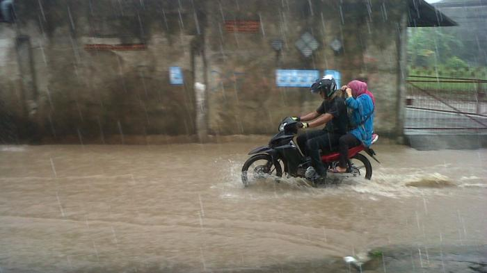 Info BMKG : Hujan Lebat dan Angin Kencang Landa Provinsi Sumatera Selatan Hari Ini dan Besok