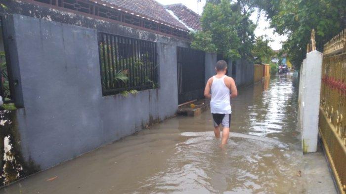 Diguyur Hujan Semalaman, Warga Jalan Rama Kasih 3 Kebanjiran