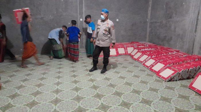 Polres Ogan Ilir Serahkan Bantuan Keramik kepada Ponpes Syafaatut Thulab di Indralaya
