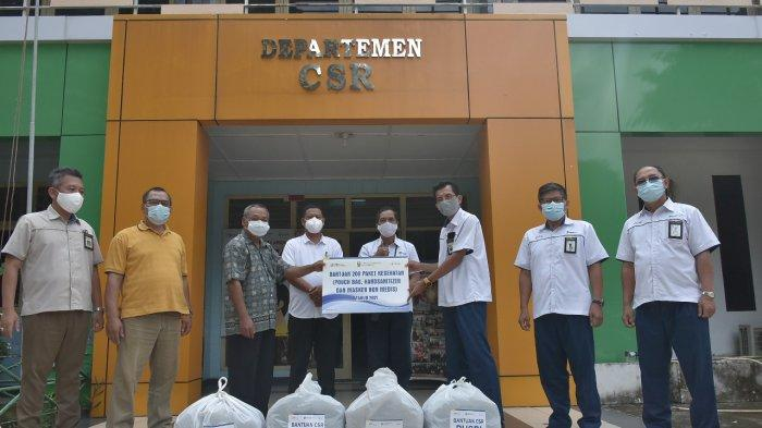 Pusri Serahkan 200 Paket Kesehatan ke Warga Kelurahan Sungai Buah