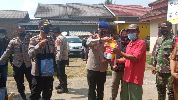 Tiga Pejabat Utama Polda Sumsel Bersama Kapolres Berikan Bantuan Bagi Masyarakat OKU Timur