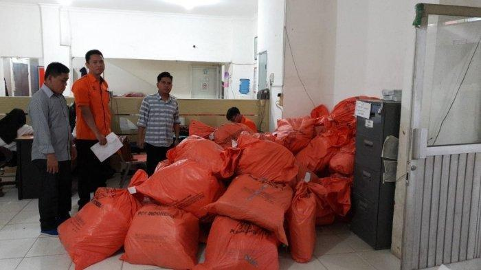 67 Koli Diduga Tabloid Indonesia Barokah Diamankan di Kantor Pos Palembang