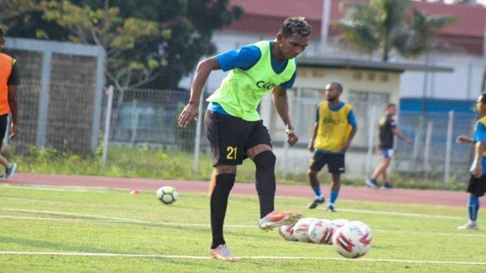 Pandangan Valentino Telaubun Usai Sriwijaya FC Dipastikan Bermain Tanpa Suporter di Liga 2 Indonesia