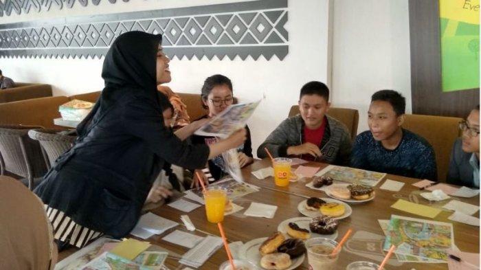 Cara Belajar Bahasa Inggris Menyenangkan, Latih Kepercayaan Diri dengan Kelas Nongkrong di Cafe