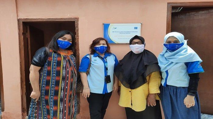BFI Finance Peduli Pendidikan, Salurkan Bantuan untuk Sekolah di Palembang - bfi-finance-turut-membantu-renovasi-toilet-smp-pramula.jpg
