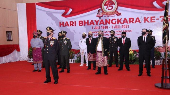 Kapolda Sumsel bersama Gubernur Sumsel dan Forkompimda Sumsel Upacara HUT Bhayangkara ke75